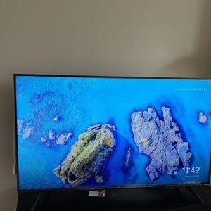 50 Inch Tv With Table for Sale in Plano, TX
