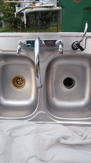 "Stainless steel kitchen sink 33"" w by 20 1/2 L w. Garage disposal almost new for Sale in Chandler, AZ"