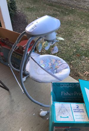 New born baby fisher price 2 swing motion side to side or head to head for Sale in Nashville, TN