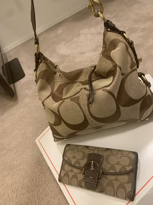 coach purse and wallet good condition for Sale in Tolleson, AZ