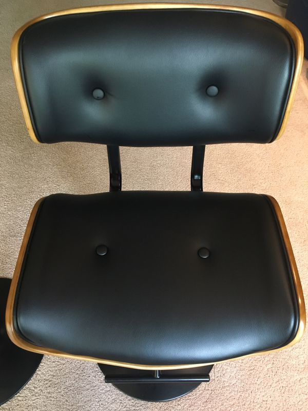 Set of 2 bar stools very good condition! $75 both