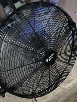 Fan for Sale in Pomona,  CA