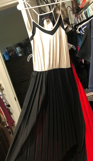 Lg dress long on back for Sale in El Centro, CA