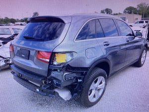 2018 MERCEDES GLC300 FOR PARTS ONLY for Sale in Miami, FL