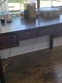 Antique Looking Desk for Sale in Calabasas,  CA