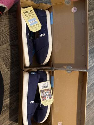 Toms (size 5 in youth) for Sale in Medford, OR