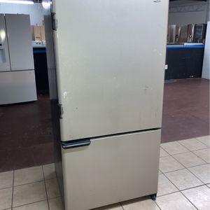 Amana Top Refrigerator And Bottom Freezer ! for Sale in San Antonio, TX