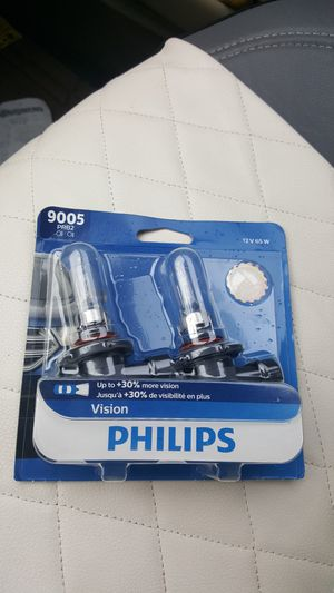 Headlight bulb Phillips 9005 for Sale in Snohomish, WA