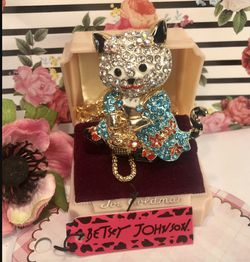 Betsey Johnson Rhinestone Kitty Necklace 3 Inch On alloy & 18 inch Chain for Sale in Macedonia,  OH
