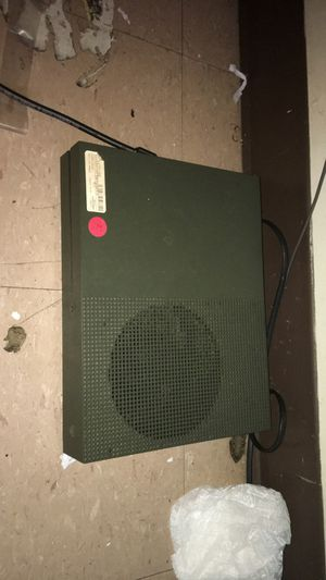 One remote no games Xbox one s for Sale in Providence, RI