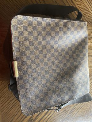 Louis Vuitton Messenger Bag( GOOD CONDITION) for Sale in Laguna Beach, CA