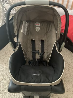 Britax car seat with 2 base for Sale in Houston, TX