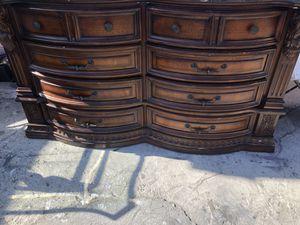 Cajonera estílo antigua for Sale in Lawndale, CA