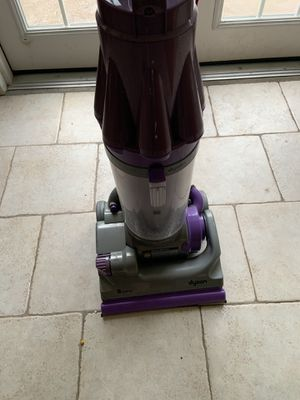 Dyson bagless vacuum for Sale in Temple Terrace, FL