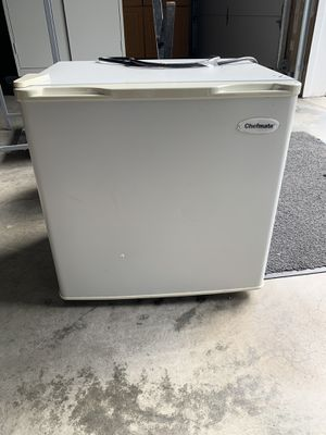 Chefmate mini fridge for Sale in Renton, WA