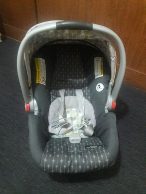 Graco car seat with base for Sale in Jersey City, NJ