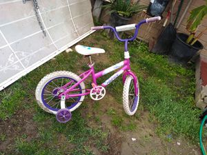 Little girl bike in great condition just needs New tubes asking 30 for Sale in Laton, CA