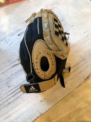 T Ball, Coach Pitch, machine pitch baseball glove and bat for Sale in Corona, CA