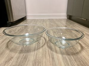 Pyrex 2 pc large glass mixing bowls - 4QT & 2.5QT for Sale in Alexandria, VA