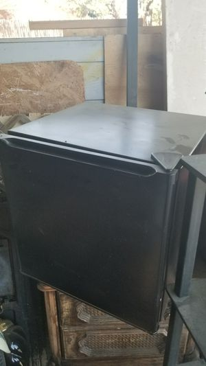 Mini fridge for Sale in San Angelo, TX