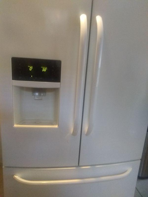 Frigidaire stove and refrigerator