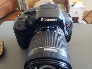 Canon T5i w/several lenses, led flash and microphone for Sale in Glendale, AZ