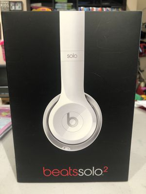Beats Solo 2 in white (not Bluetooth) for Sale in Los Angeles, CA