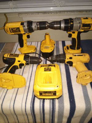 4 DEWALT DRILL for Sale in Long Beach, CA