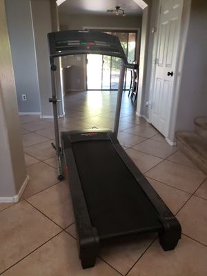 Health rider treadmill, doctor recommended. Works great, incline feature. Retails for over 900. for Sale in Avondale, AZ