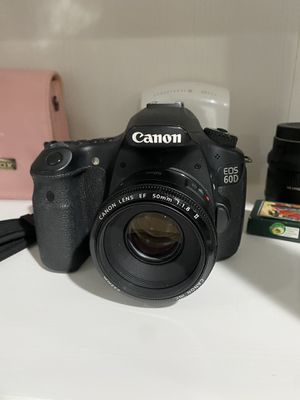Canon EOS 60D Digital Camera with canon 50mm and Camera Bag for Sale in El Monte, CA