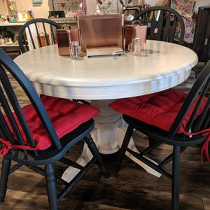 Pedestal Kitchen Table with Leaf for Sale in Seminole, FL