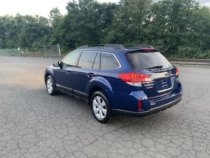 Subaru Outback 2010 LIMITED AWD CLEAN CARFAX RUNS PERFECT for Sale in New Britain, CT