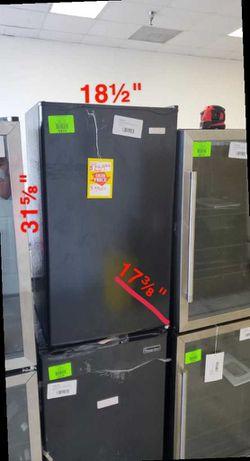 Igloo Mini Fridge IRF32BK 3.2 cu. Ft. S WJ3Z for Sale in Chino Hills,  CA