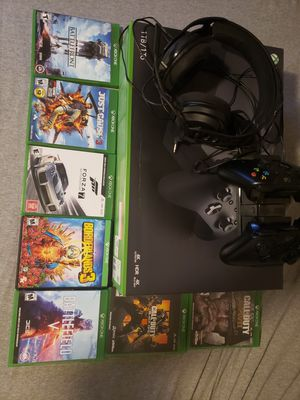 1tb Xbox One X Bundle! 2 controllers, charger, and 12 games in total! for Sale in Glendale, AZ