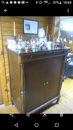 Mahogany linen cabinet. One shelf inside. 2 small drawers at top. for Sale in Bristol, TN