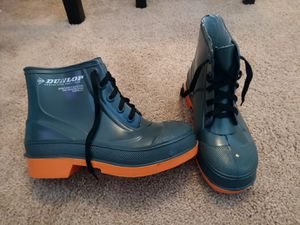 Dunlop rubber safety boots size 7 for Sale in Round Lake Heights, IL