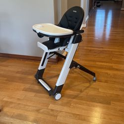 Peg Perego Siesta High Chair in Licorice for Sale in Kenmore,  WA