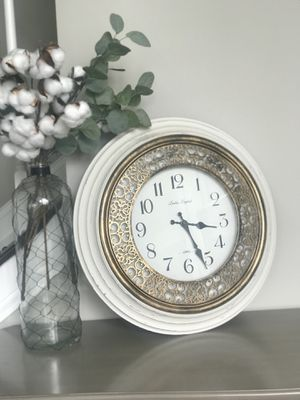 White antique clock for Sale in Delaware, OH
