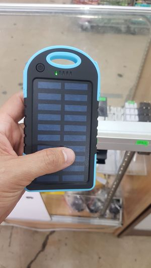 SOLAR CHARGER BACKUP BATTERY: (TACTICAL SURVIVAL TOOLS AND HURRICANE SEASON) Long lasting high Capacity Solar Charger. Protector installed. Suitable for Sale in Hialeah, FL