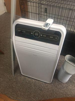 Insignia Air Conditioner w/ Remote for Sale in Marcellus, MI