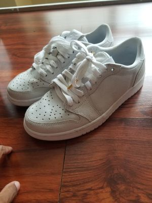 White Jordan 1 lows no swoop 5.5 youth/ 7 wmns for Sale in Houston, TX