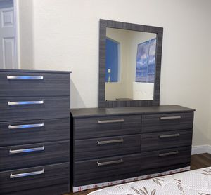 New grey mirror dresser and chest for Sale in Pompano Beach, FL