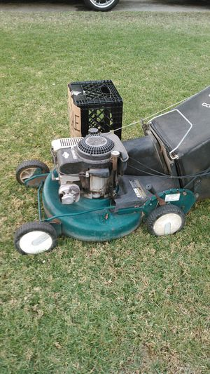 Briggs & Stratton self propelled lawn mower for Sale in Riverside, CA