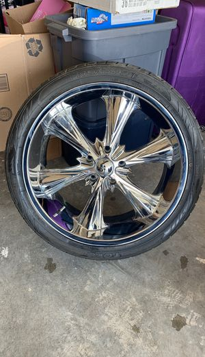 Set of 4 tires and rims 22inch for Sale in Fort Smith, AR