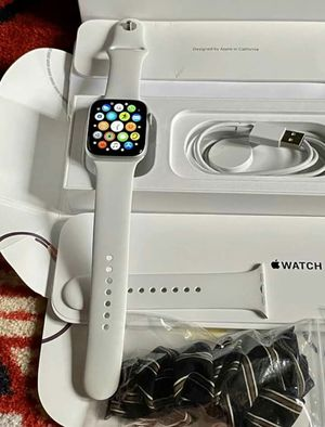 Apple Watch Series 5 44mm for Sale in Pine Bluff, AR