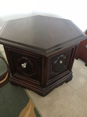End table for Sale in Lamont, CA