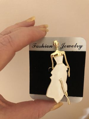 Woman's brooch for Sale in Manassas, VA