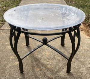 METAL & ACRYLIC INDOOR/OUTDOOR PATIO FURNITURE TOP ROUND ACCENT END SIDE TABLE for Sale in Chapel Hill, NC