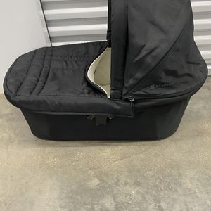 Uppababy Universal BABY BASSINET for Sale in Chicago, IL