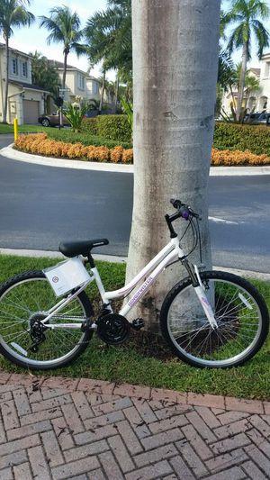 "BRAND NEW 24"" Womens Girls Mountain Bike for Sale in Aventura, FL"